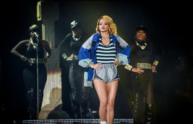 Rihanna z przekrojowym show na gali MTV VMA