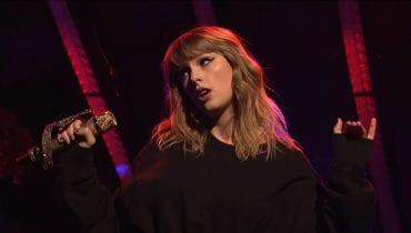 Taylor Swift utknęła w klatce podczas koncertu