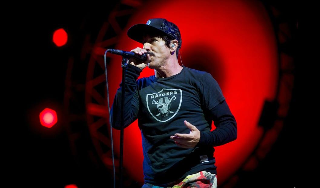 Wokalista Red Hot Chili Peppers wyrzucony z meczu Lakersów