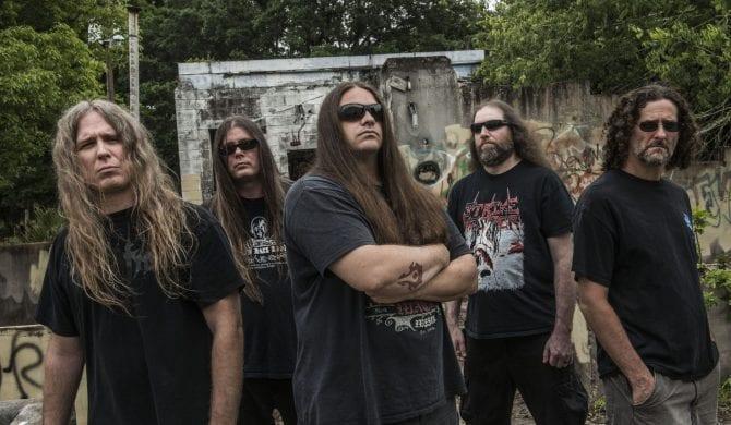 Gitarzysta Cannibal Corpse aresztowany za napaść w trakcie pożaru własnego domu