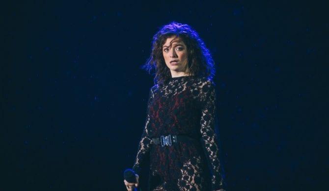 Nietypowe problemy Lorde na scenie