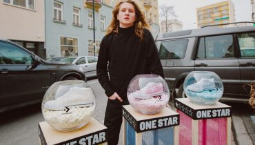 Young Igi promuje nowy model butów Converse'a