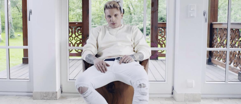 Film z kulisami koncertowego życia Smolastego