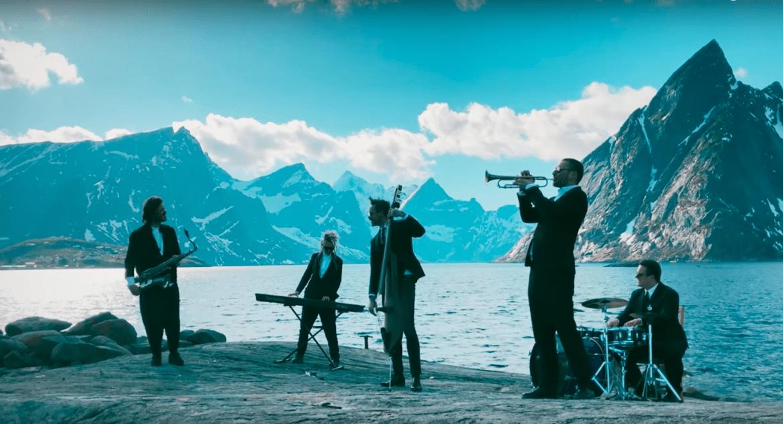 Wojtek Mazolewski promuje nową płytę arktycznym klipem