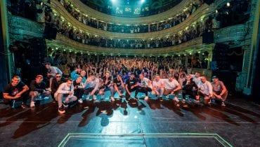 Rapowa czołówka na scenie teatru – zdjęcia z finału Projektu Tymczasem