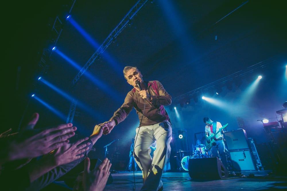 Morrissey przerwał koncert przez agresywne zachowanie fanów (wideo)