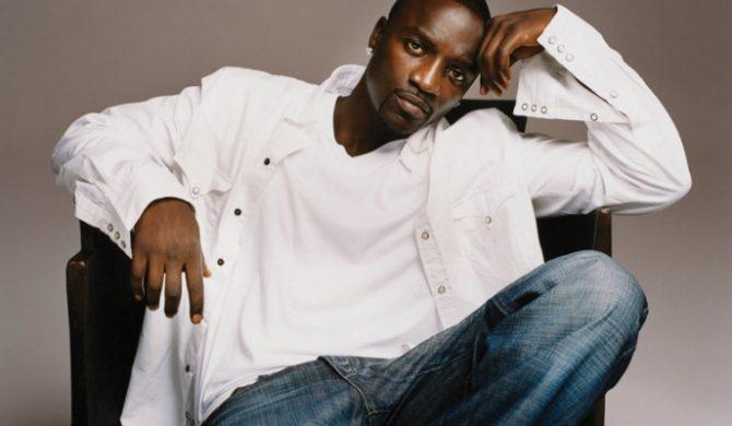 Akon spali piosenki Jacksona?