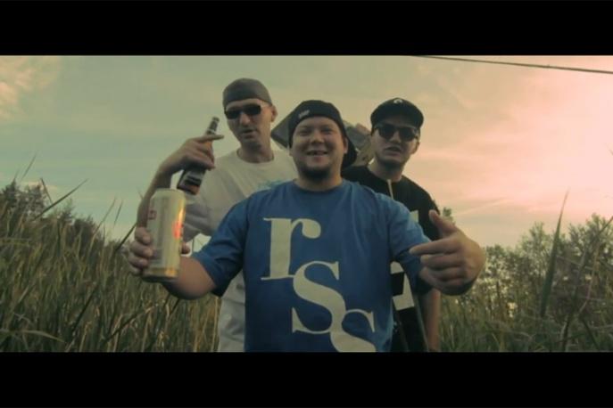 """Premiera w CGM.pl: Okoliczny Element ft. BRK – """"Nie namawiaj mnie"""" – video"""