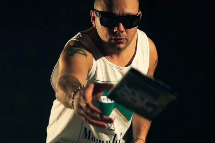 """Dixon37 – """"Nie zwariować"""" feat. Lukasyno, Bilon (wideo)"""