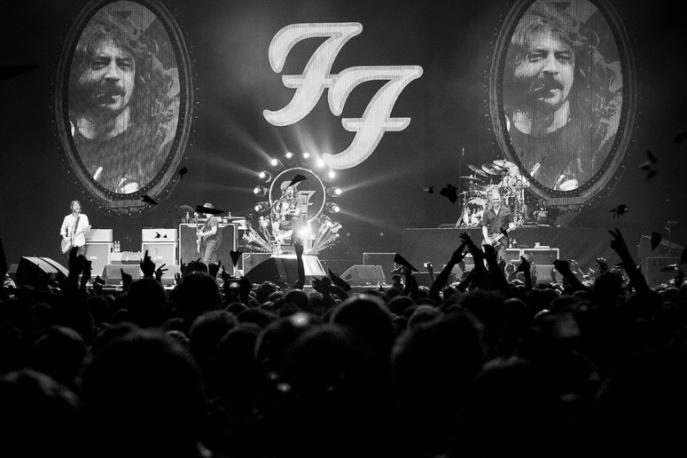 """Foo Fighters i Eagles Of Death Metal odwołują trasy po Europie. """"W świetle bezsensownej przemocy nie jesteśmy w stanie"""""""