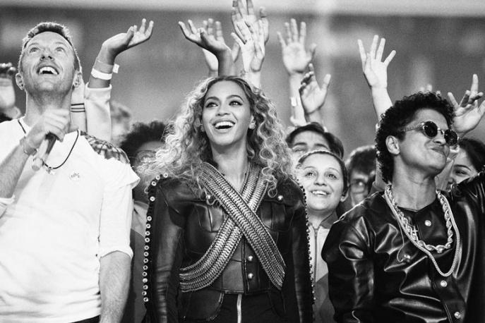 Coldplay, Beyonce, Mark Ronson i Bruno Mars na scenie w przerwie Super Bowl (wideo)
