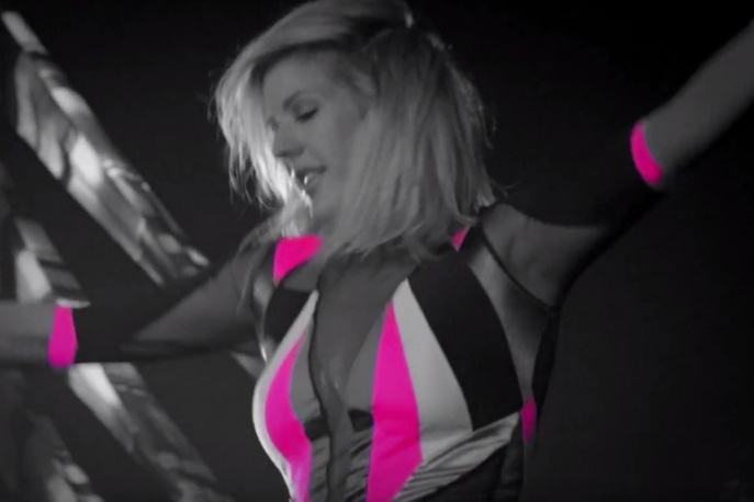 """Something In The Way You Move"" – nowy teledysk Ellie Goulding"