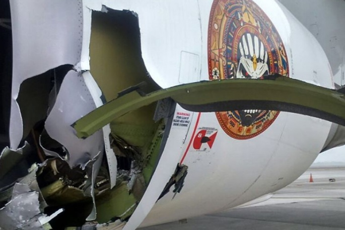 Samolot Iron Maiden zderzył się z holownikiem. Poważne uszkodzenia