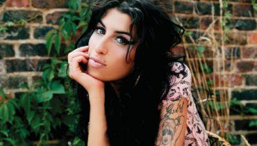 Amy Winehouse pije z nudów